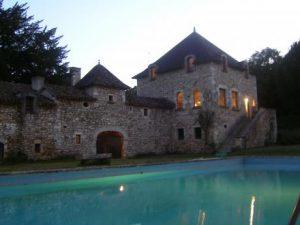 kasteel kopen frankrijk 14e eeuw oud kasteel