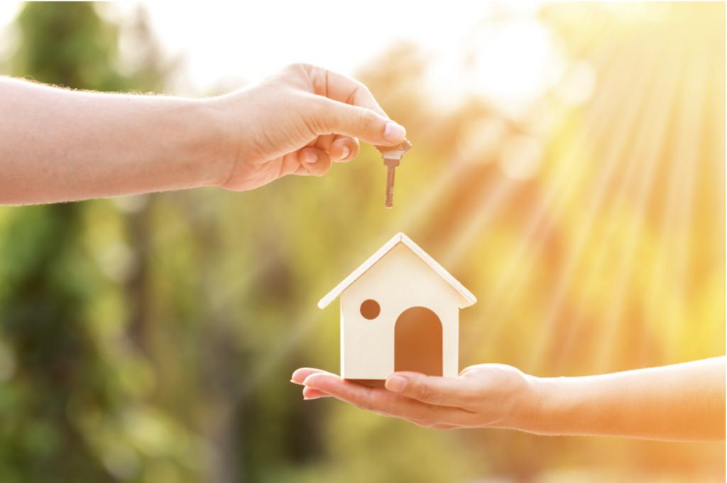 Les choix de contrats lorsqu'on achète ou vend une maison