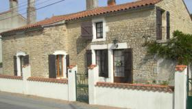 Fully renovated free-standing natural stone house for sale in Vendee, North west France.