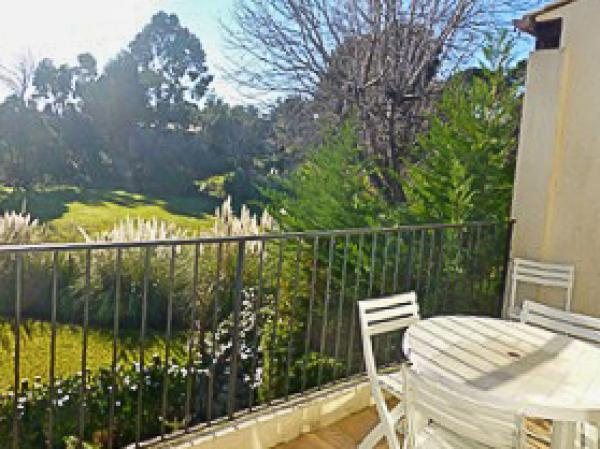 2 bedroom apartment in the beautiful and safe residential complex Les Hauts de Vaugrenier