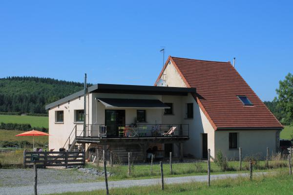 Pleasant home in quiet situation with stunning views of the Morvan landscape