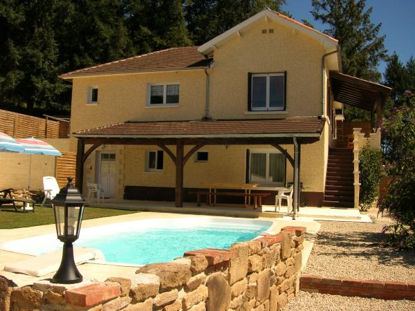 Air conditioned villa with pool and gîte near Terrasson