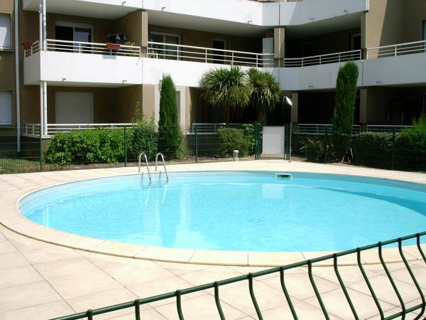 Apartment with pool in Carcassonne