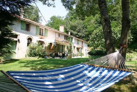 Authentic, renovated farm with guest house, holiday home and swimming pool
