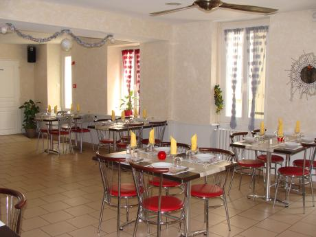 Bar, restaurant, PMU at the heart of the village