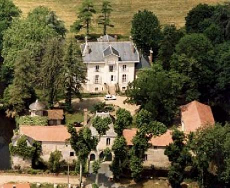 Beautiful Napoleon  manor in its own private park