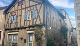 Beautiful typical 13th century house in the centre of Villeréal