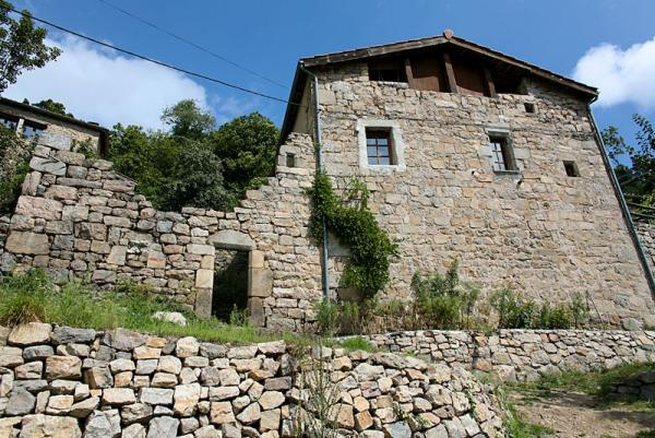 Beautiful stone property with a gite on an 8 hectares land