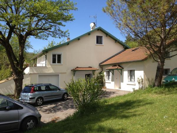 Beautiful property of 250M2 at 25mn from Lyon on 7000M2
