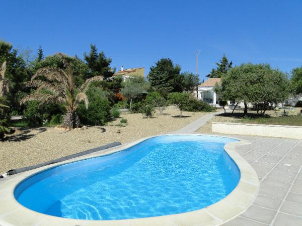 Attractive single-storey villa with pool