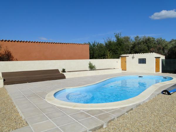 Beautiful single storey villa with swimming pool and two chalets