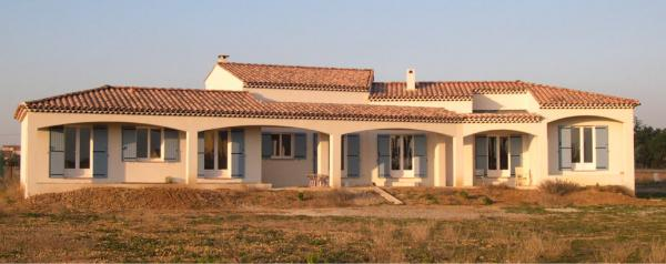 Large Modern Villa close to Arles
