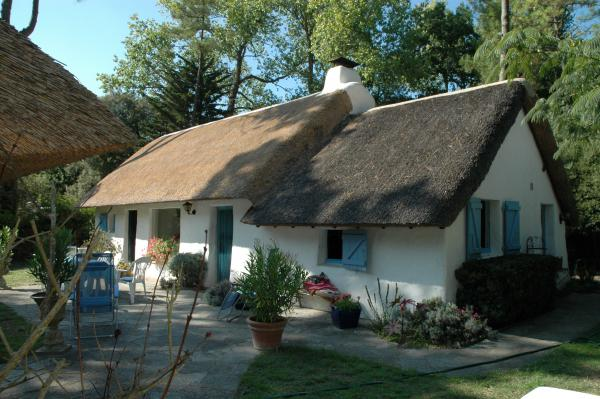 Charming thatched cottage in a domain with swimming pool and tennis court.