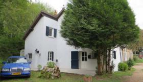 Charming country house, former forge with professional garage