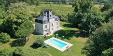 Charming chateau with private pool and panoramic view over the vineyards