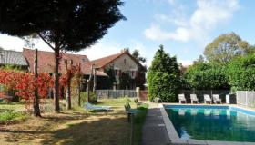 Domaine along the Loire with pool and many accommodations and mini camping