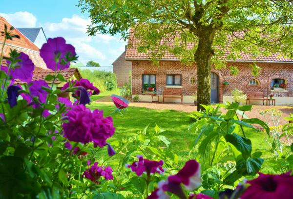 Home plus guest house + outbuildings on WW1 Somme battlefields