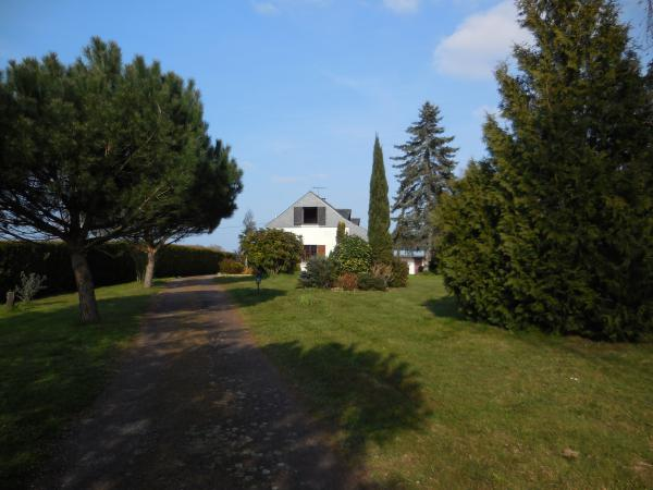 Equestrian estate in Sarthe, North West France, with covered swimming pool on 5.5 hectares