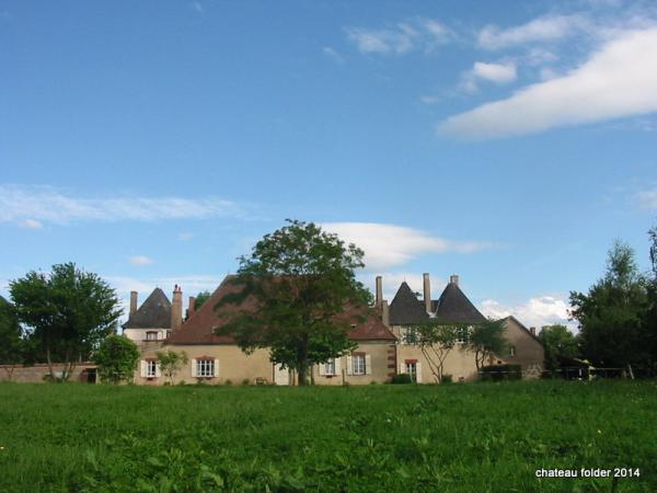 Château with two houses, beautifully situated in beautiful hilly countryside