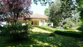 Villa in nice surroundings, parklike garden and pool