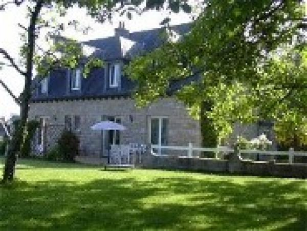 Lovely detached Brittanic country house in charming village in between sea and city
