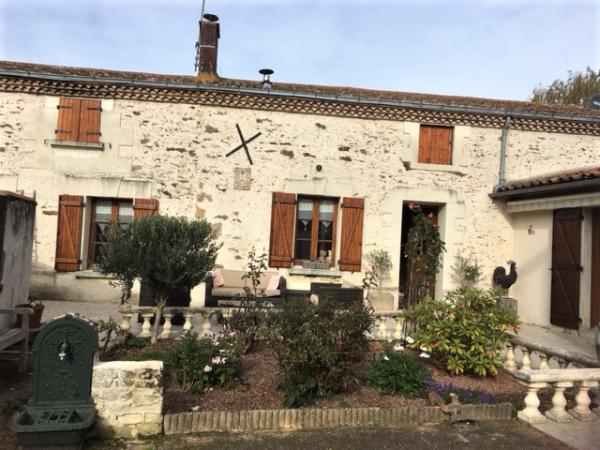 Completely renovated village house in the Saumur region