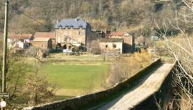 Hamlet with mansion and 28 hectares of grounds