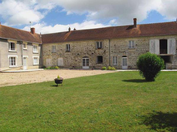 For sale in Indre et Loire this self-catering gîte accommodation for groups comprising principal dwelling and apartments to be restored, for sale as a going concern.