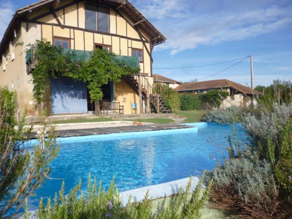 Farmhouse with gîte business with Swimming Pool and great views!
