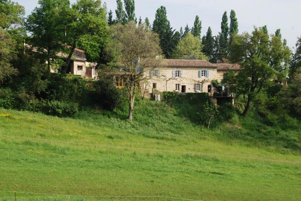 Large family house for sale in Auvergne with large pool standing on 4 hectares of land