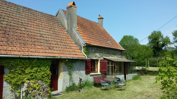 Hänsl and Gretl-cottage for sale in quiet surroundings