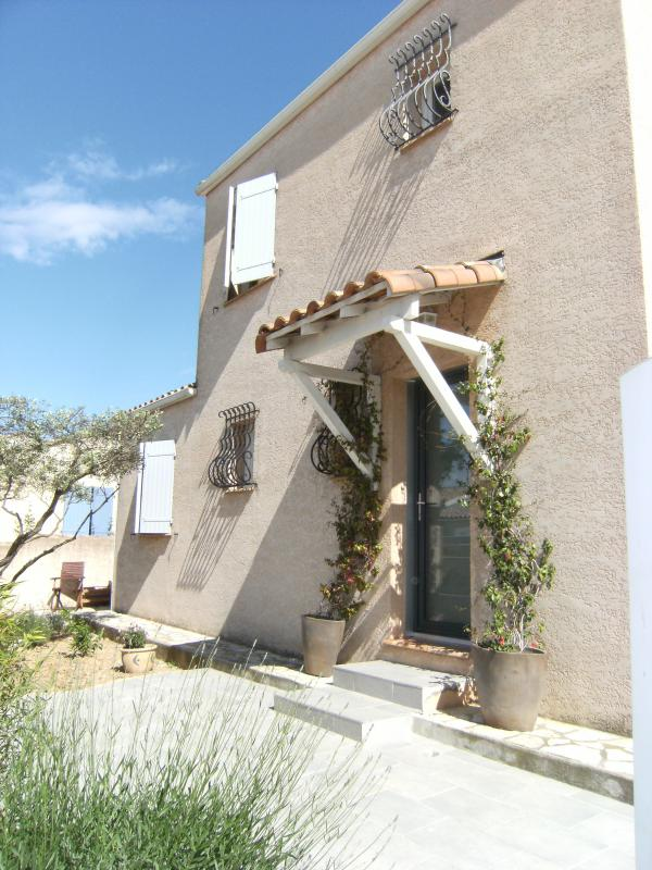 Villa with 6 rooms and pool, in 10min on the beach