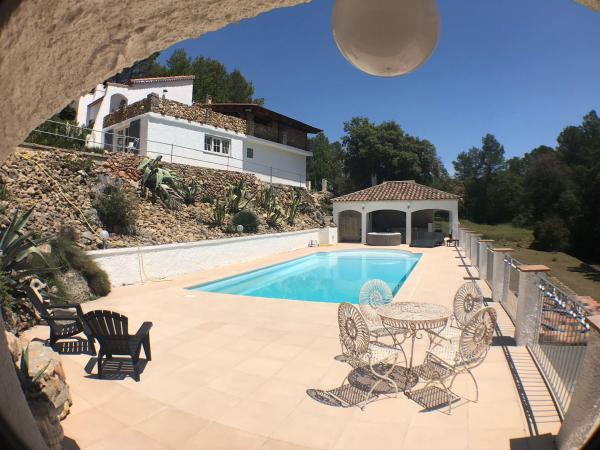 Idyllic villa in peaceful seclusion with lots of space, swimming pool and guest house