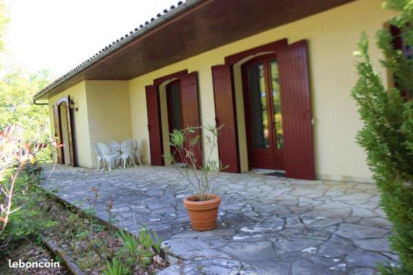 Large detached property with apartment/annex set in lovely garden with pool