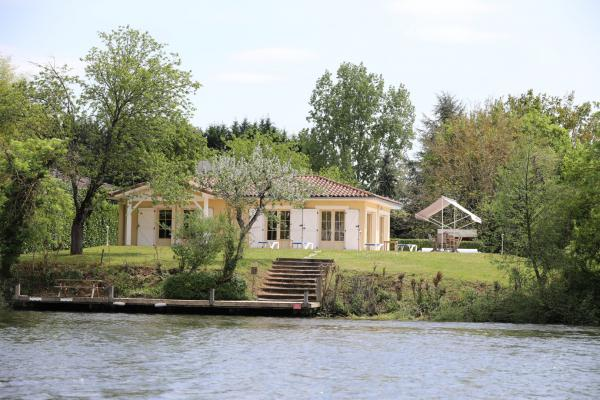 Luxury villa directly on the river Lot. Fisherman's paradise
