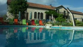 Magnificent 'longère' farm with pool, tennis and guest quarters