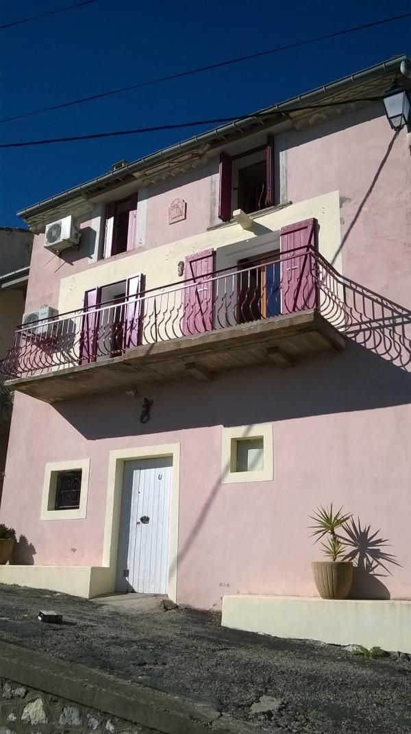 Village house with balcony and basement near PEZENAS
