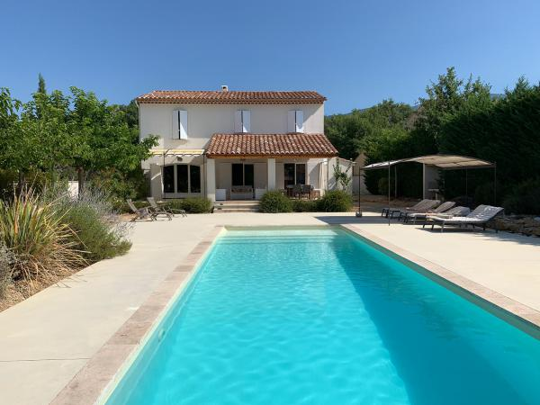 Idyllic house at the foot of Mont Ventoux