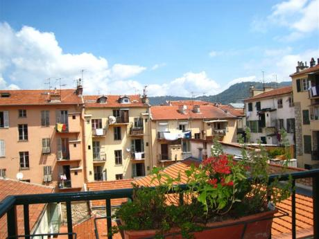 Furnished three-room apartment of 60m2 with spacious kitchen and Nice view