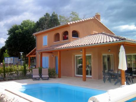 New house with pool right on the Ardèche River