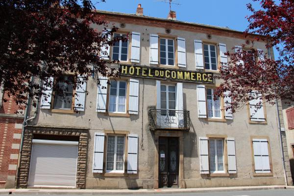 Old hotel renovated into large home with touristic potential