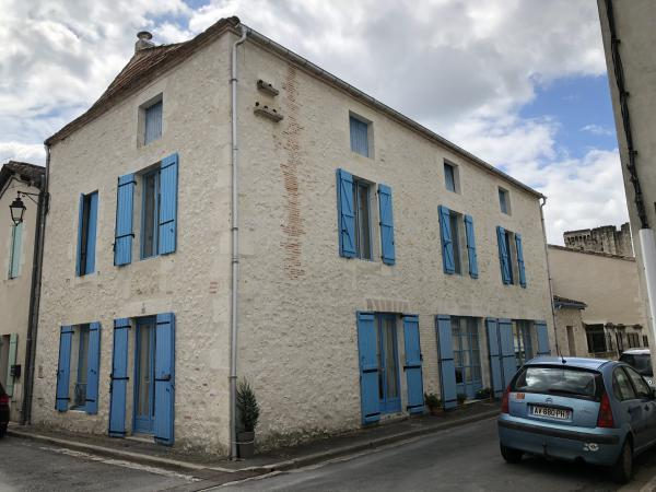 Owner sells large stone house in a popular and lovely bastide of Dordogne