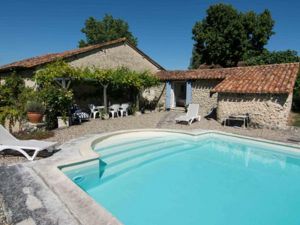 Attractive 18th century farmhouse with guest house, pool & land.