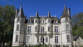 Grand 19th-century château with 18 ha of land and own wine label