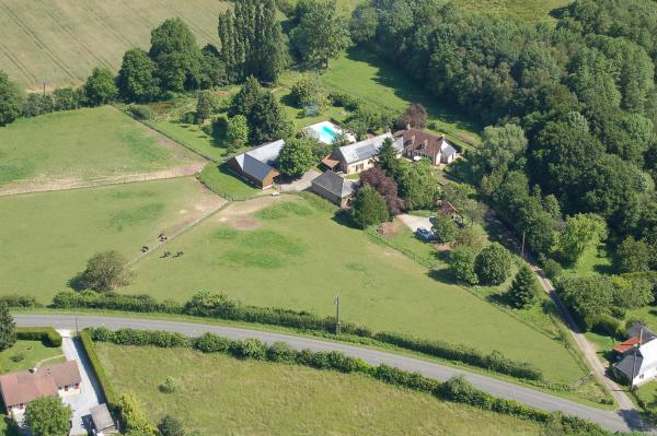 Country Estate For sale in Sarthe consisting of a beautiful farmhouse (300m2), with heated pool, 6 stables and 25 acres of land.