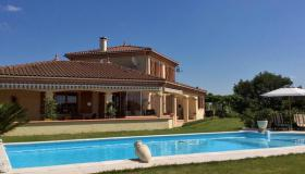 Magnificent Villa d'Architecte with swimming pool and stunning views over the Pyrenees Mountains