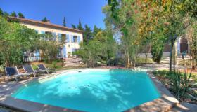 Provencal town villa in the Cote d'Azur for sale, garden and swimming pool with the allure of a country house!