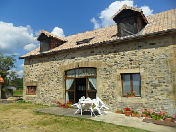Renovated Stone Barn/Gite with swimming pool and panoramic views