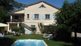 Spacious, well-maintained villa with pool