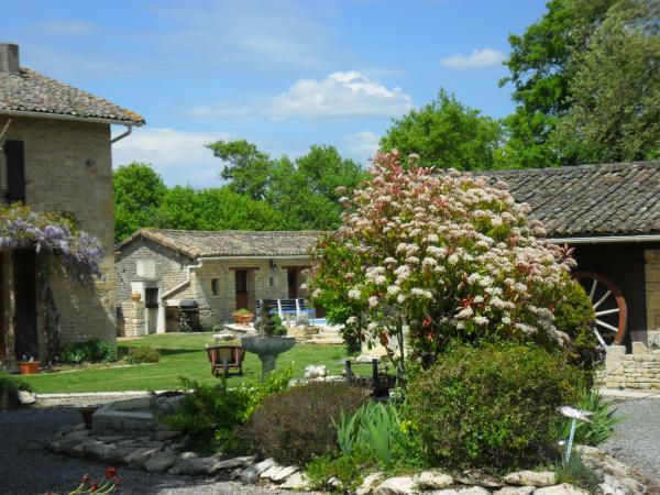 Special Discount! Property with house, gîte and heated swimming pool near Melle